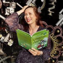 Klára Smolíková s knihou Vynálezce Alva 3_foto Milan Jarolím