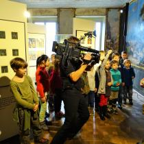 Natáčení reportáže do Zpráviček na Déčku při workshopu Kláry Smolíkové na výstavě Zlatá stuha. Foto Denisa Sedláková