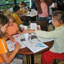 Hračky a masky z papíru - křest 1. 6. 2005