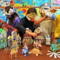 Testování vlastnoručně vyrobených hraček a masek z papíru