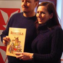 Ilustrátor Honza Smolík a spisovatelka Klára Smolíková při křtu knihy Řemesla